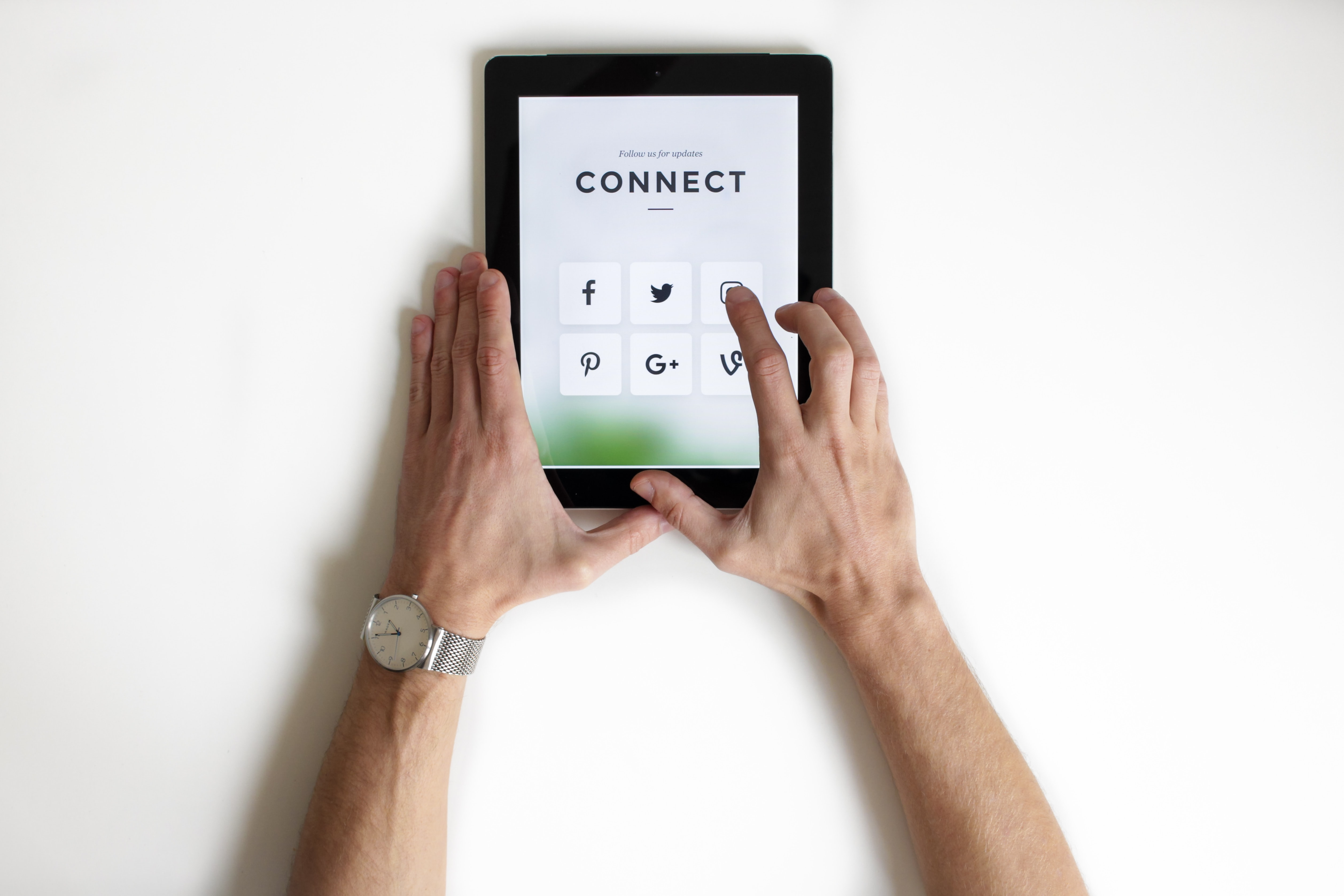 How to Develop a Social Media Marketing Strategy if You're Beginner Written by Shareen Sharma